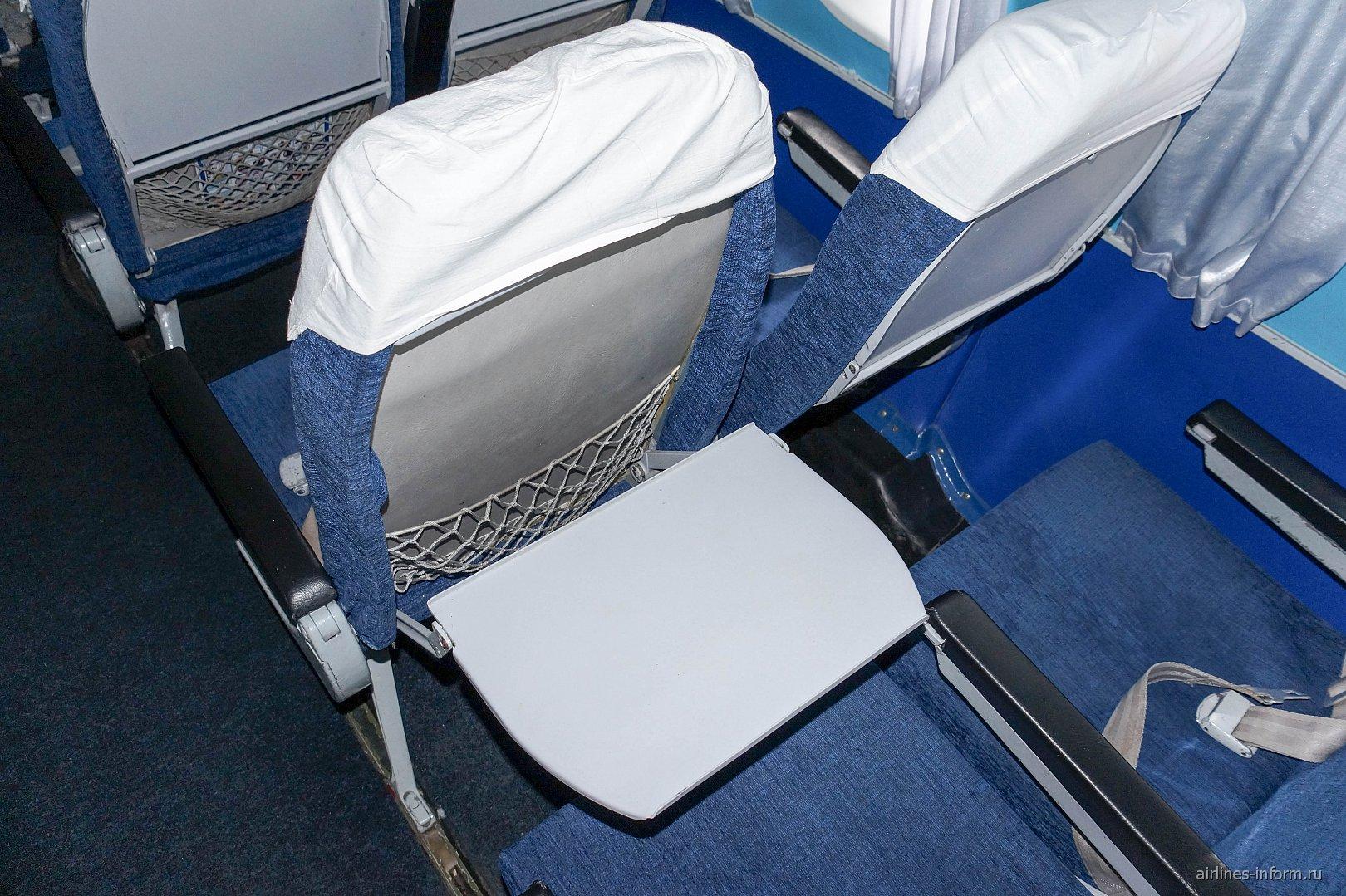 """Пассажирские кресла в самолете Ан-24 авиакомпании """"Красавиа"""""""