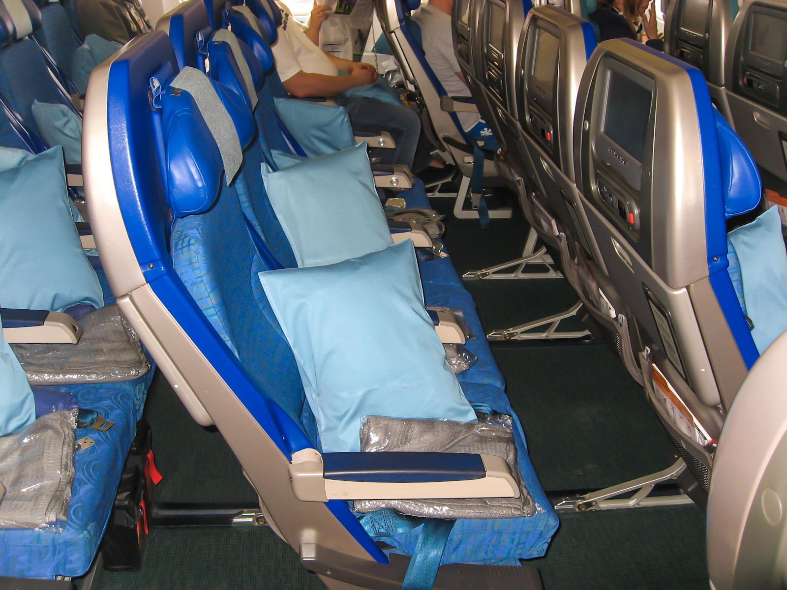 Кресла в самолете Airbus A340-300 авиакомпани Cathay Pacific
