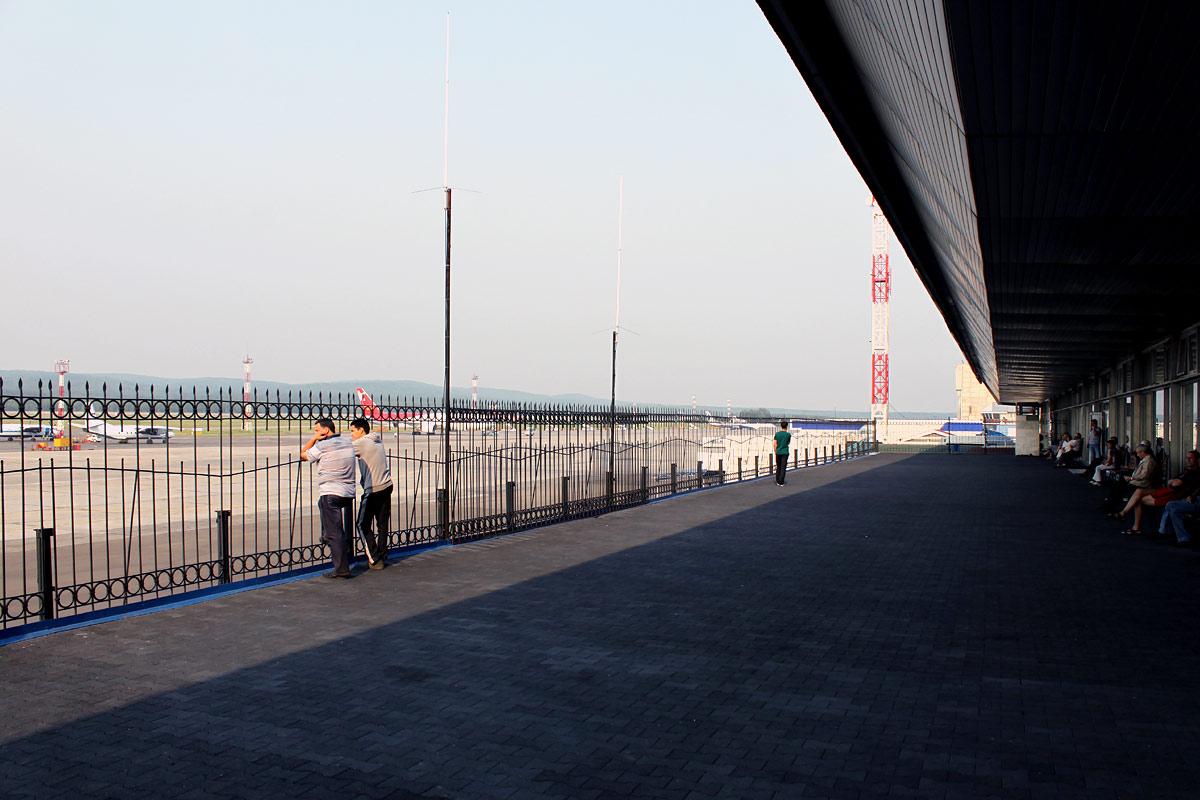 Терраса в аэровокзале аэропорта Красноярск Емельяново