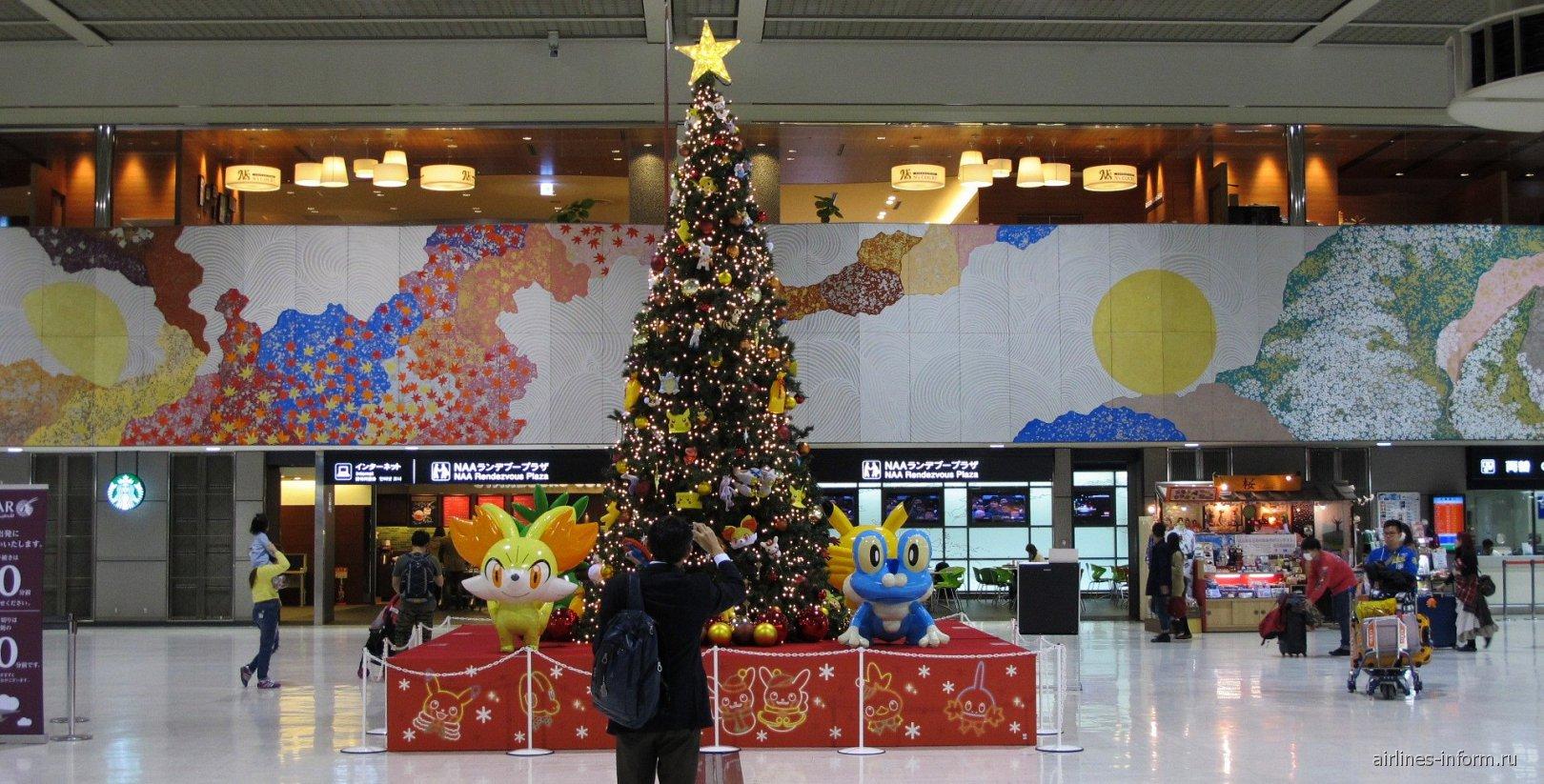 Рождественская елка в терминале 2 аэропорта Токио Нарита