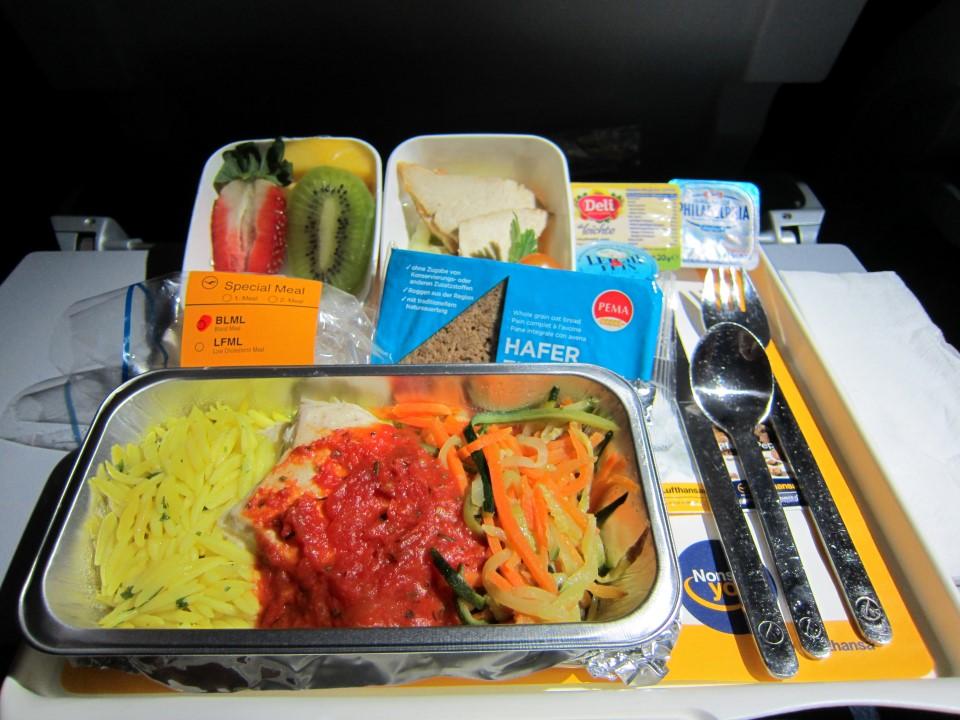 """Специальное питание на рейсе Франкфурт-Сингапур авиакомпании """"Люфтганза"""""""