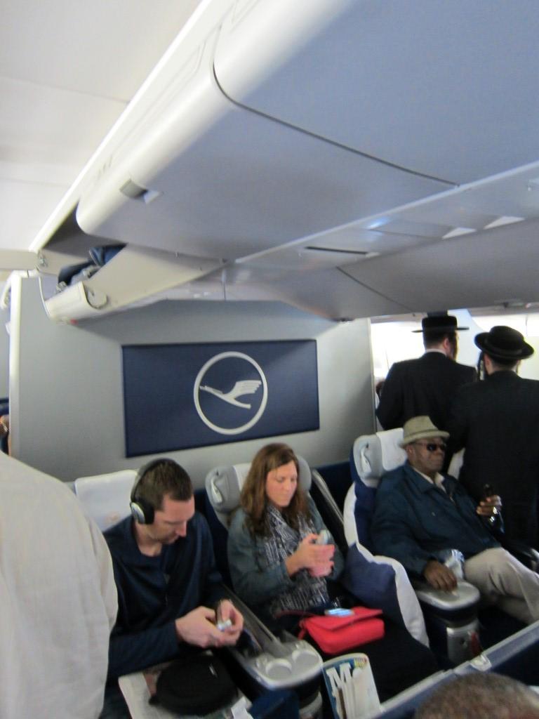 В самолете Боинг-747-400 авиакомпании Люфтганза