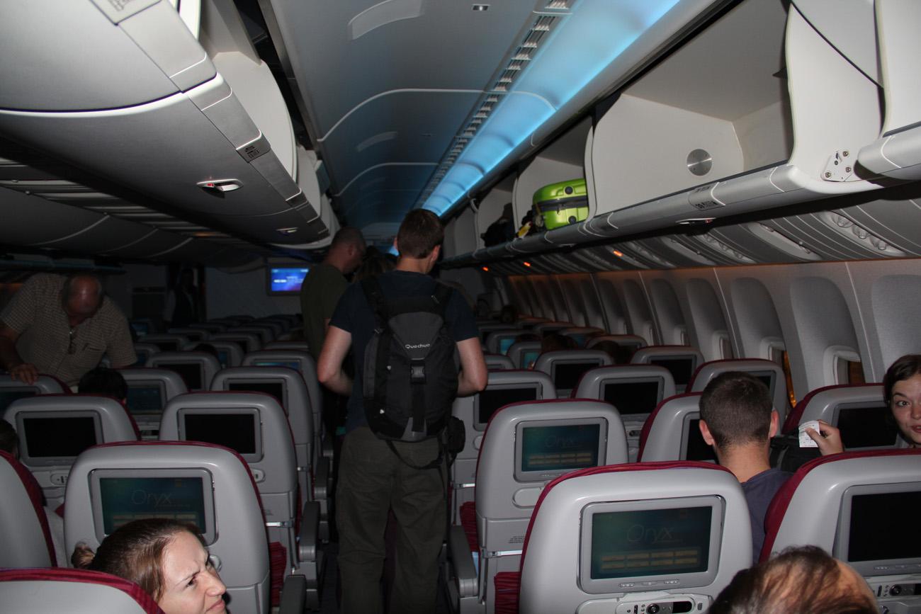 Салон самолета Боинг-777-300 Катарских авиалиний