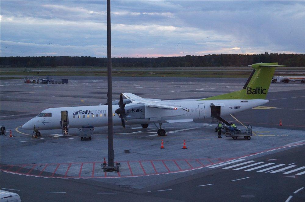 Самолет Bombardier Dash 8Q-400 авиакомпании airBaltic