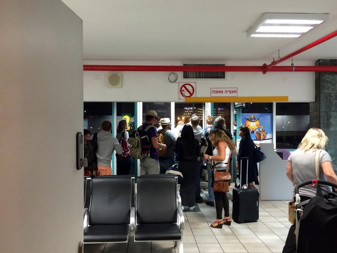Выход на посадку в самолет в аэропорту Эйлат