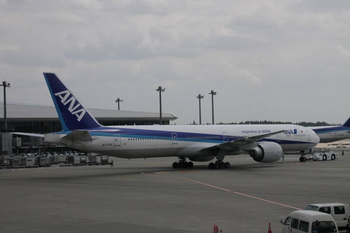 Боинг-777-300 авиакомпании ANA в аэропорту Токио Нарита