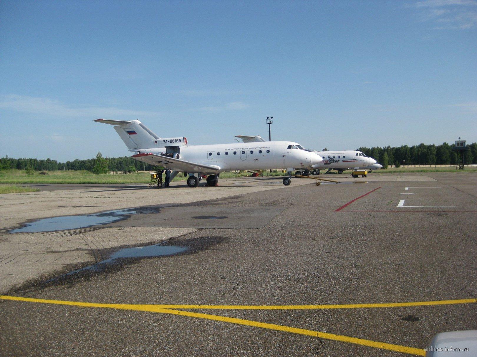 Самолеты Як-40 Бугульминского авиапредприятия
