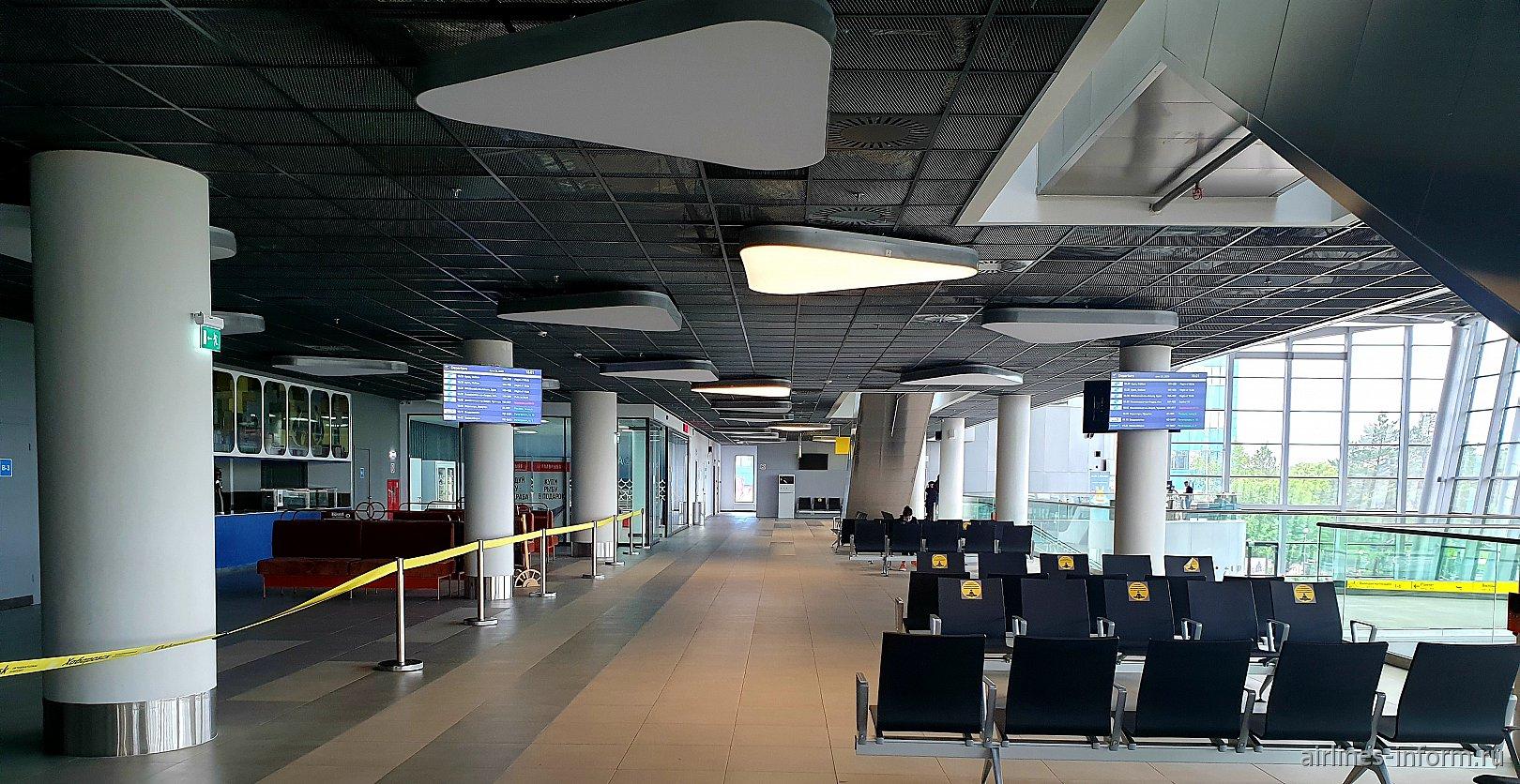 Зал ожидания на 2-м этаже нового терминала аэропорта Хабаровска