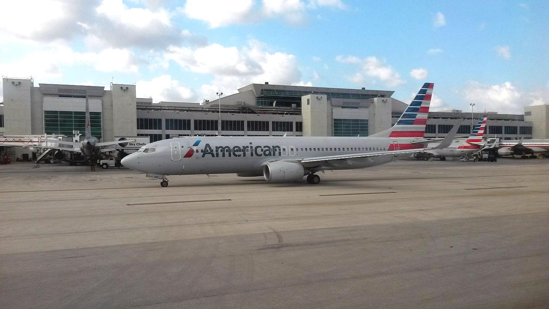 Боинг-737-800 Американских авиалиний в аэропорту Майами
