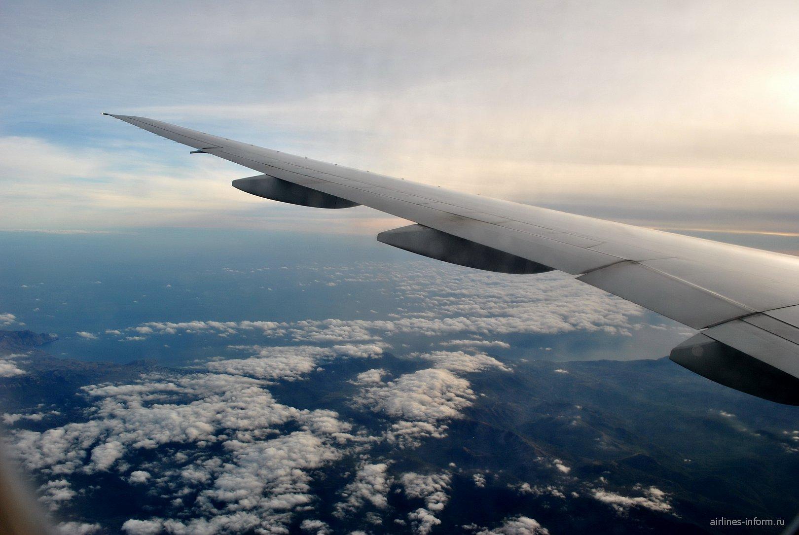 Москва (DME) - Симферополь (SIP) на Boeing 777-200ER Orenair
