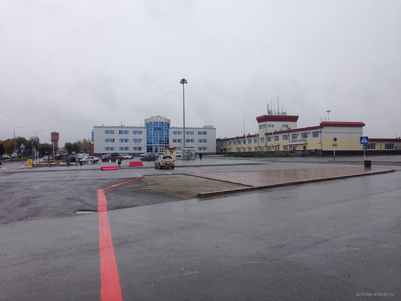 "Терминал выдачи багажа и офис авиакомпании ""ЮТэйр"" в аэропорту Тюмень Рощино"