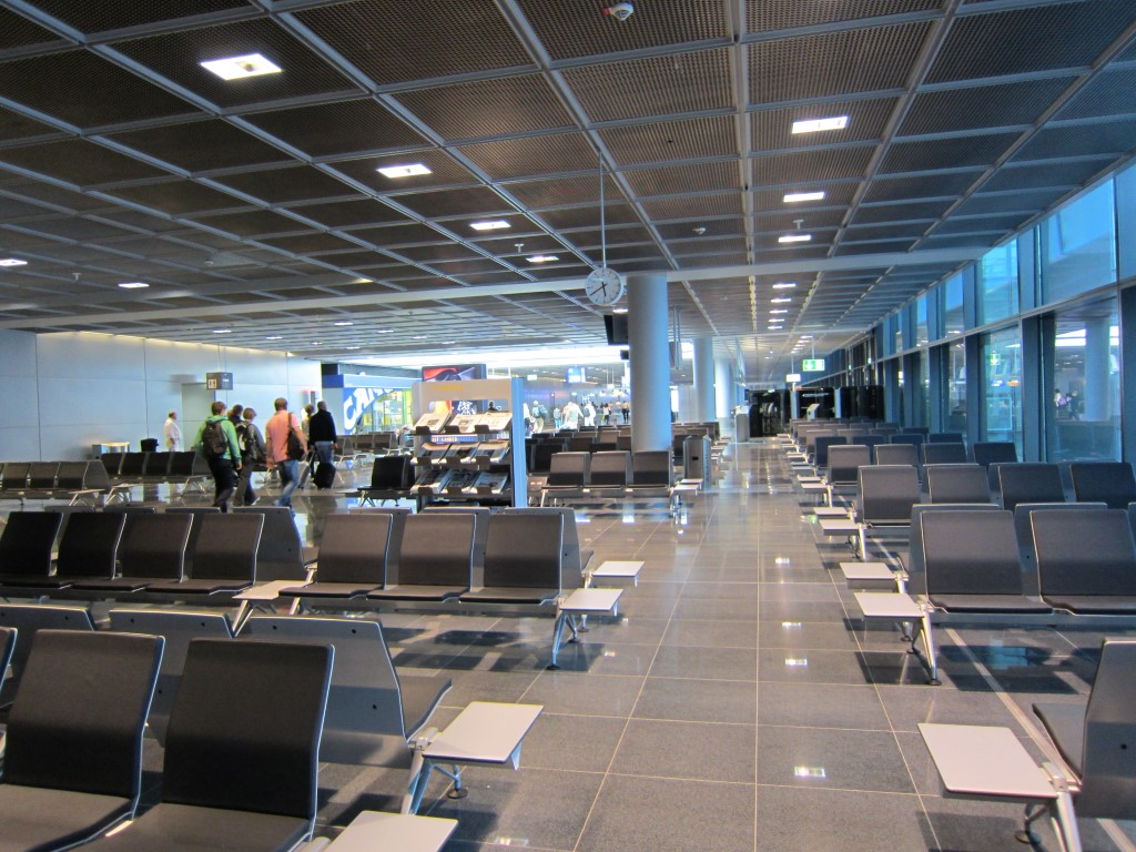 Зал ожидания в чистой зоне аэропорта Франкфурт-на-Майне