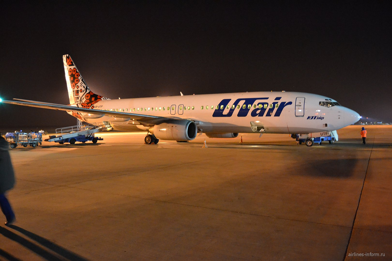 Самолет Боинг-737-800 авиакомпании UTair Ukraine