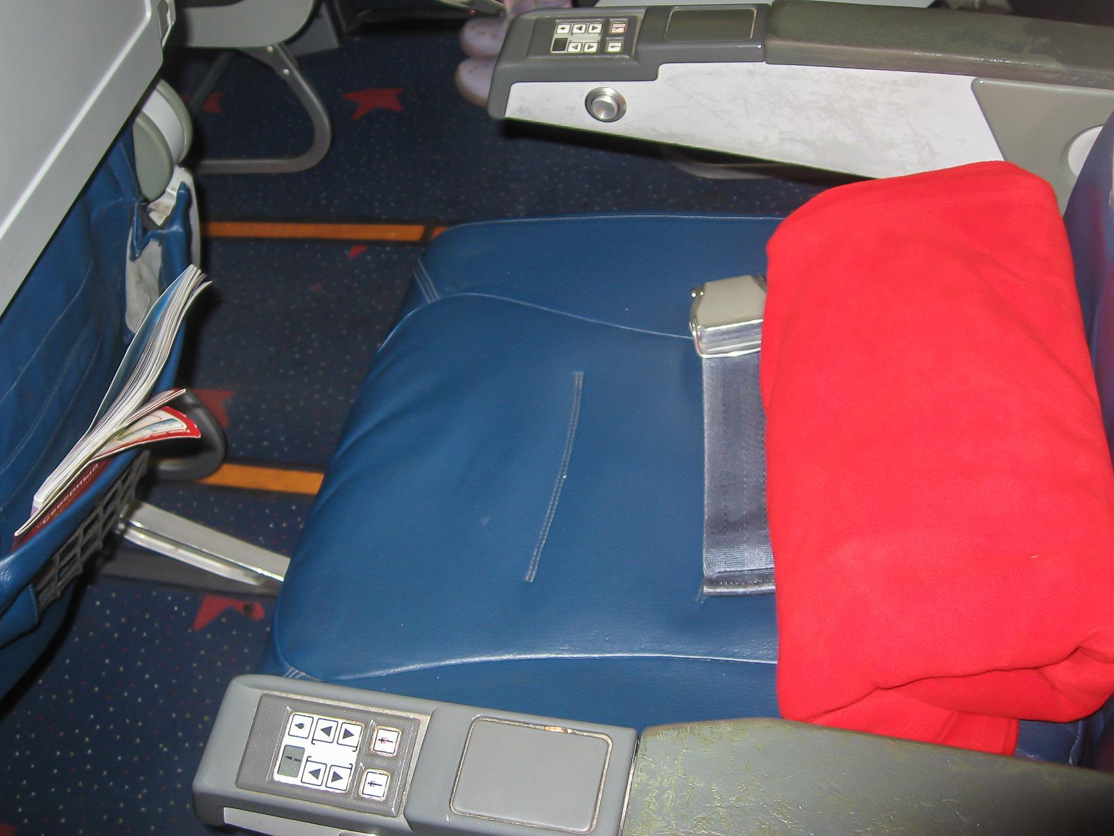 Салон эконом-класса самолета Боинг-767-300 авиакомпании Nordwind