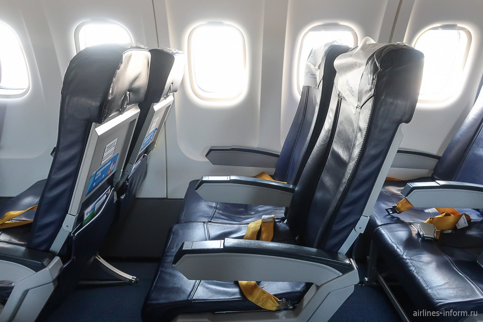 Пассажирские кресла в самолете ATR-42-500 авиакомпании NordStar