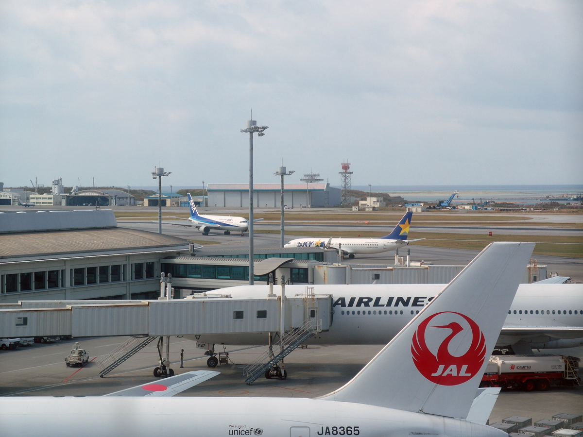 Летное поле аэропорта Наха на острове Окинава