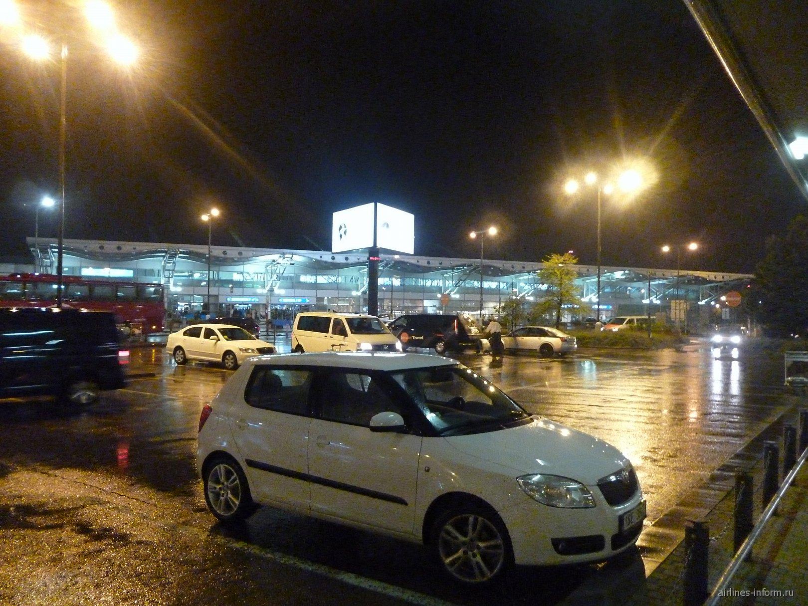 Пассажирский терминал аэропорта Прага Рузине