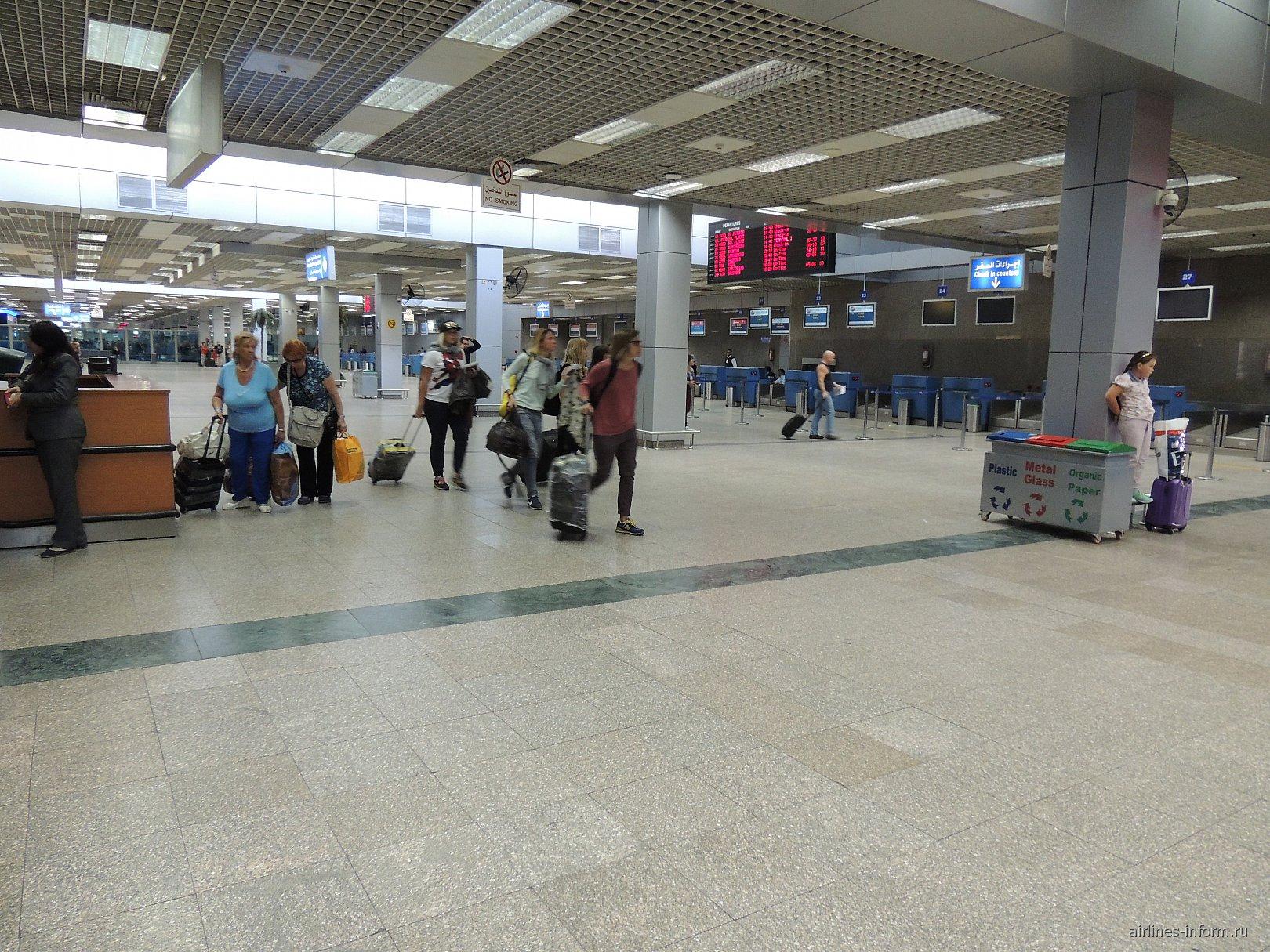 Зона регистрации на вылетающие рейсы в терминале 2 аэропорта Хургада