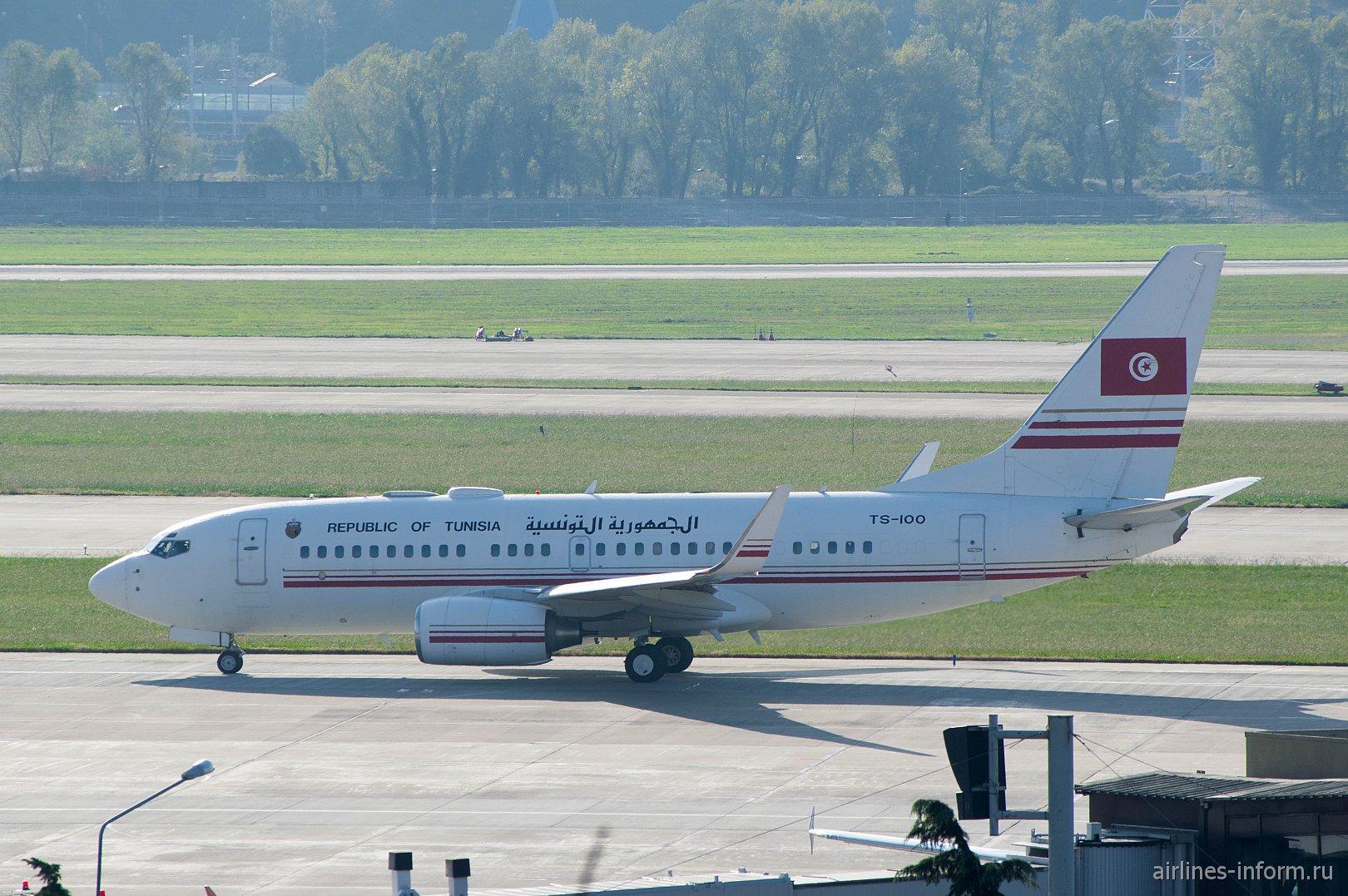 Самолет Боинг-737-700 (BBJ), номер TS-IOO, правительства Туниса в аэропорту Сочи