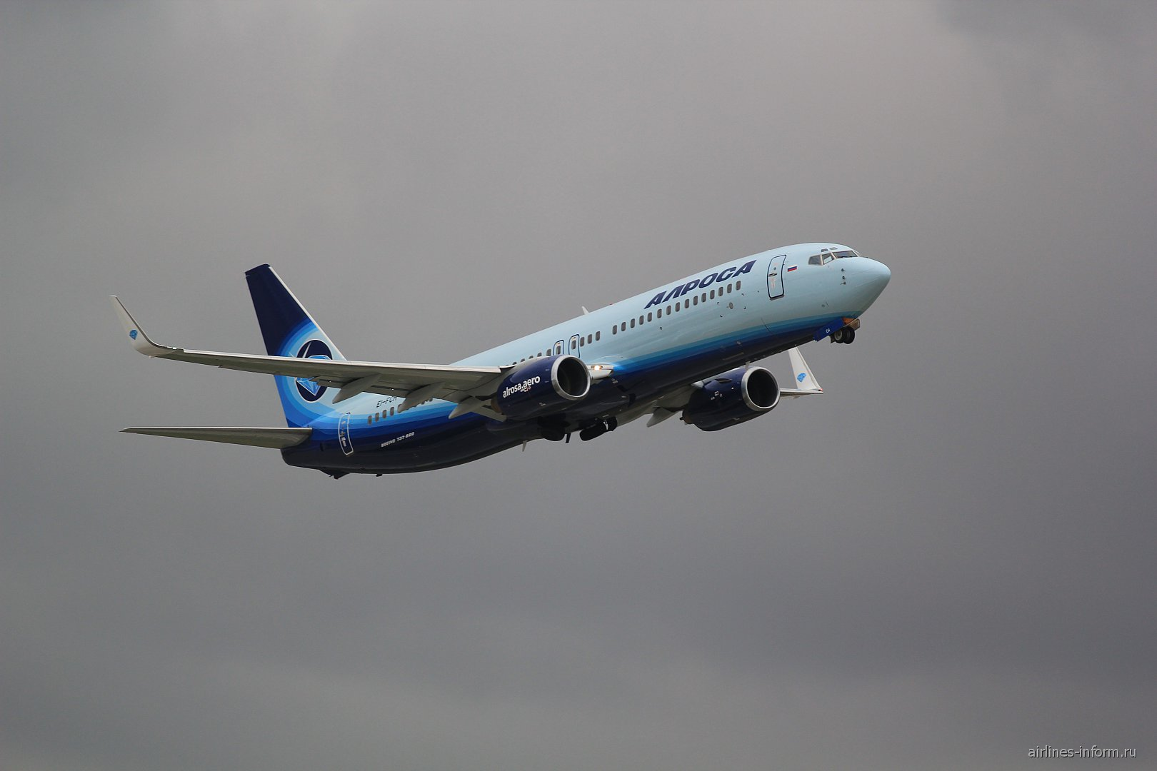 """Взлет Boeing 737-800 авиакомпании """"Алроса"""""""