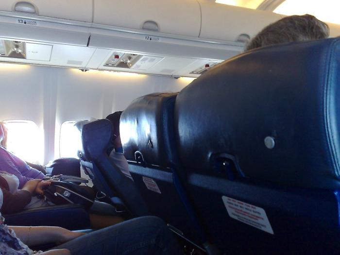 В салоне самолета Боинг-737-500 авиакомпании Нордавиа