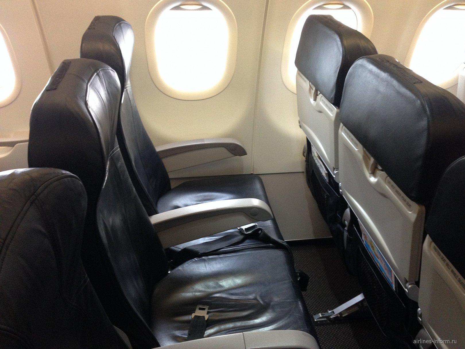 Пассажирские кресла в самолете Airbus A320 авиакомпании Tiger Airways