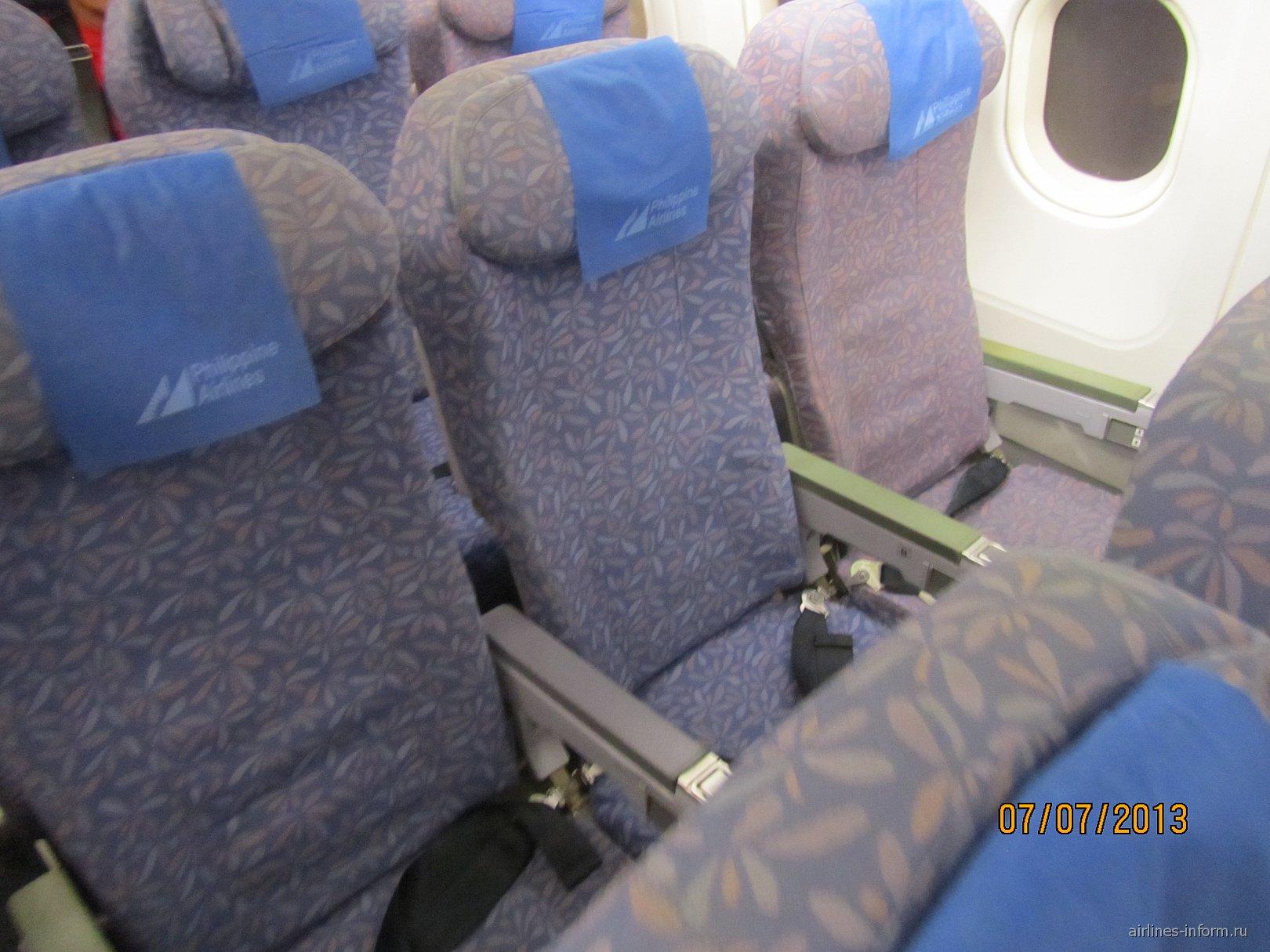 Пассажирские кресла в самолете Airbus A320 Филиппинских авиалиний