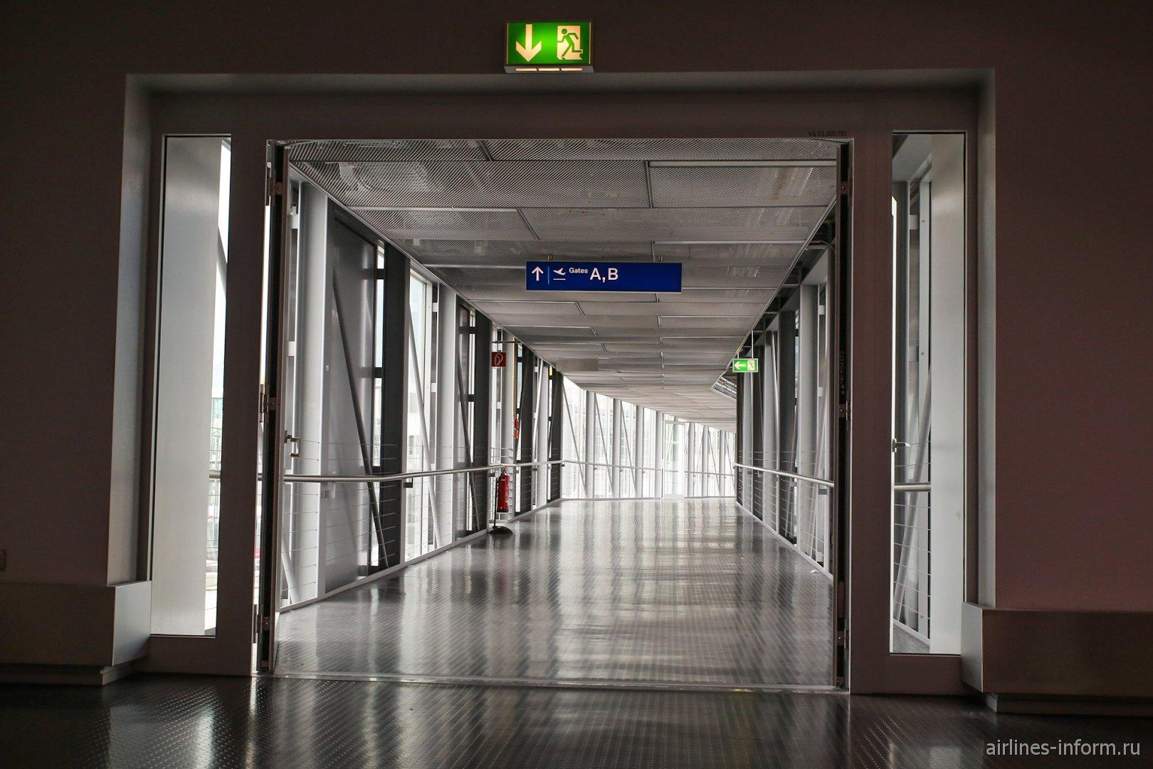Переход в аэропорту Дюссельдорфа