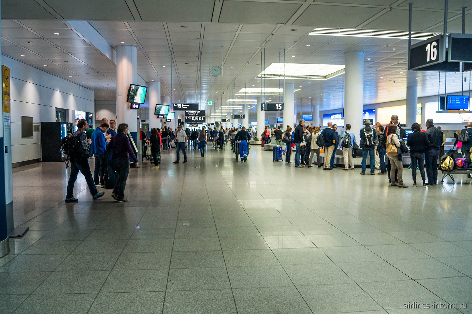 Общий вид зала выдачи багажа терминала 2 аэропорта Мюнхен