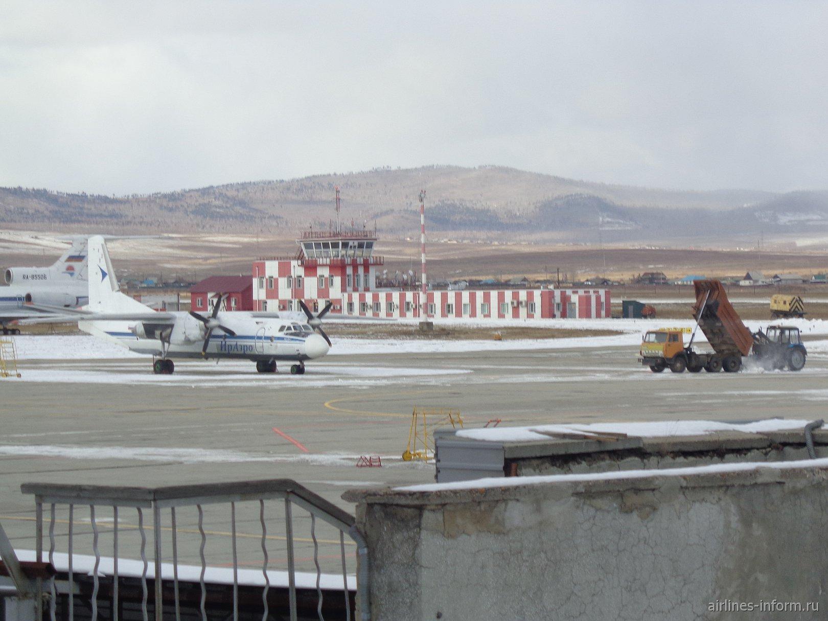 АН-26 авиакомпании Ираэро в аэропорту Кадала, город Чита