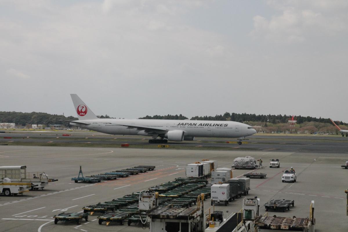 Боинг-777 JAL в аэропорту Токио Нарита