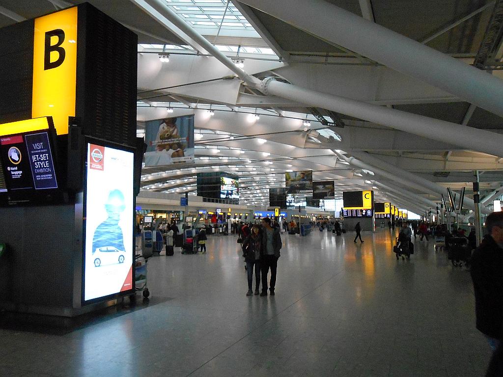 Стойки регистрации в Терминале 5 аэропорта Хитроу