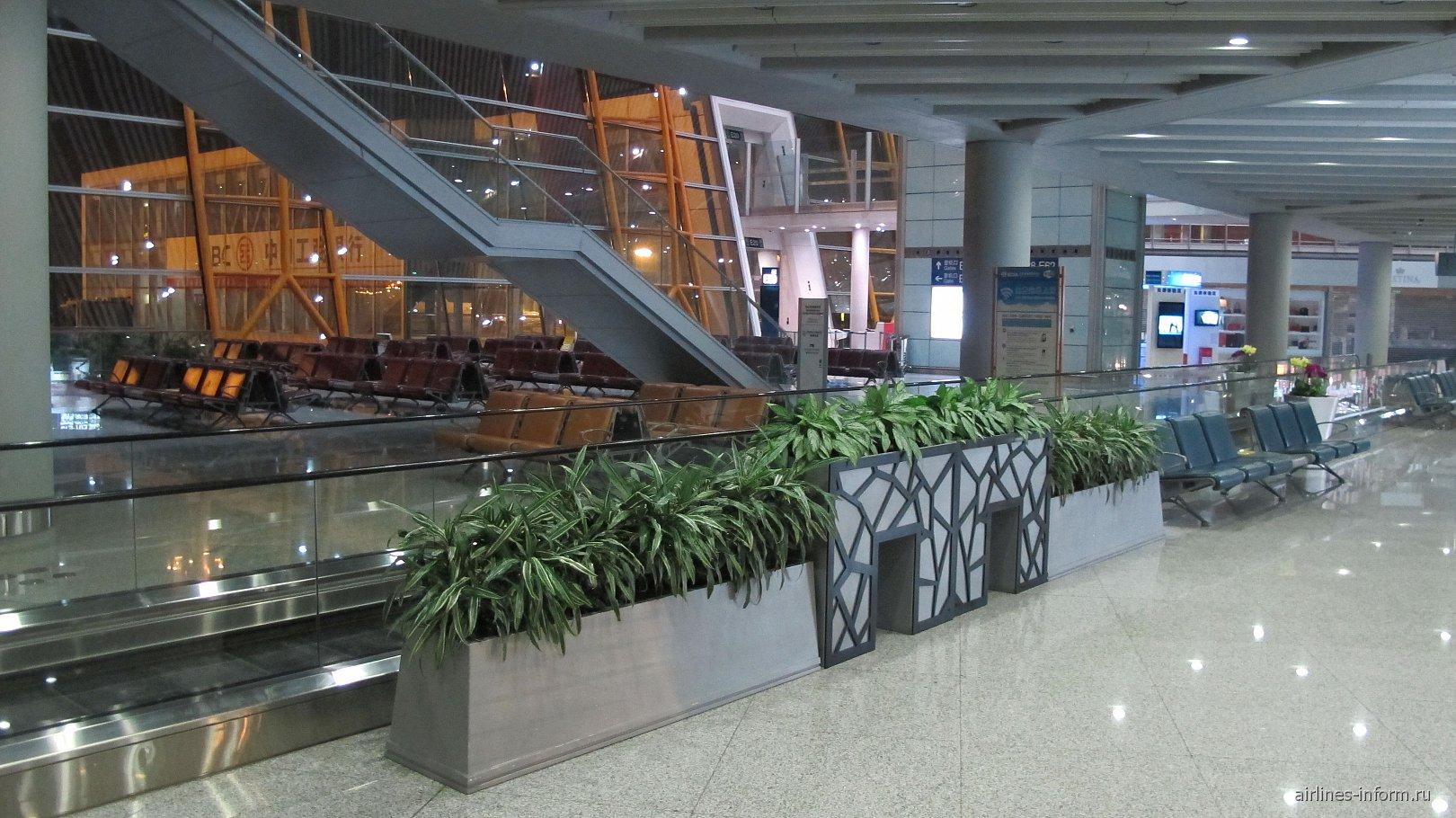 Залы ожидания в чистой зоне терминала 3E аэропорта Пекин Столичный