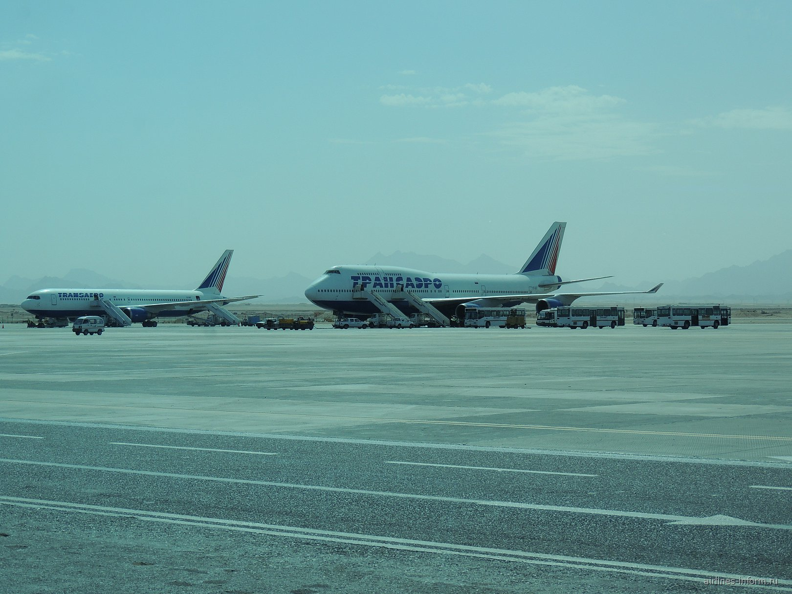 "Самолеты ""Трансаэро"" на перроне аэропорта Хургада"