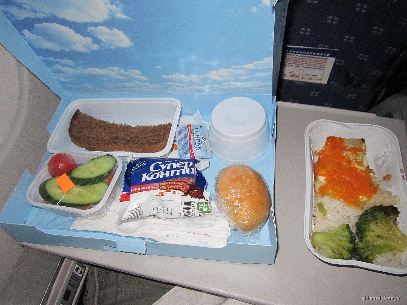 Питание на рейсе Красноярск-Хабаровск авиакомпании Владивосток Авиа