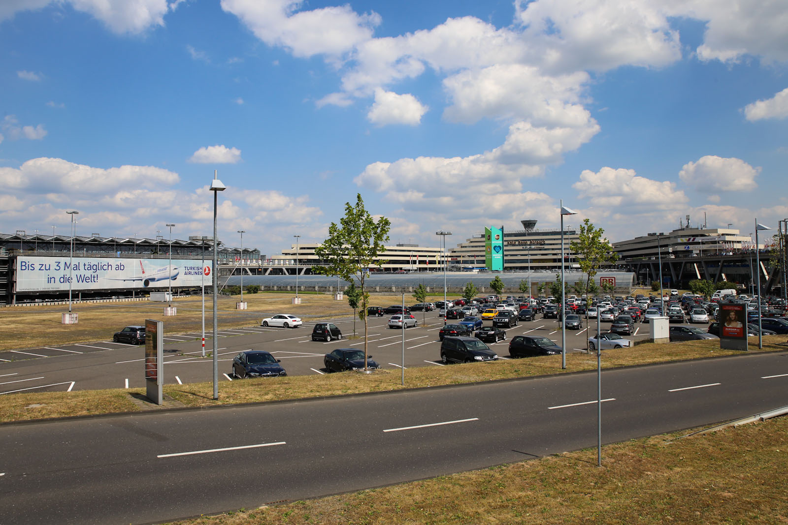 Привокзальная площадь аэропорта Кёльн/Бонн