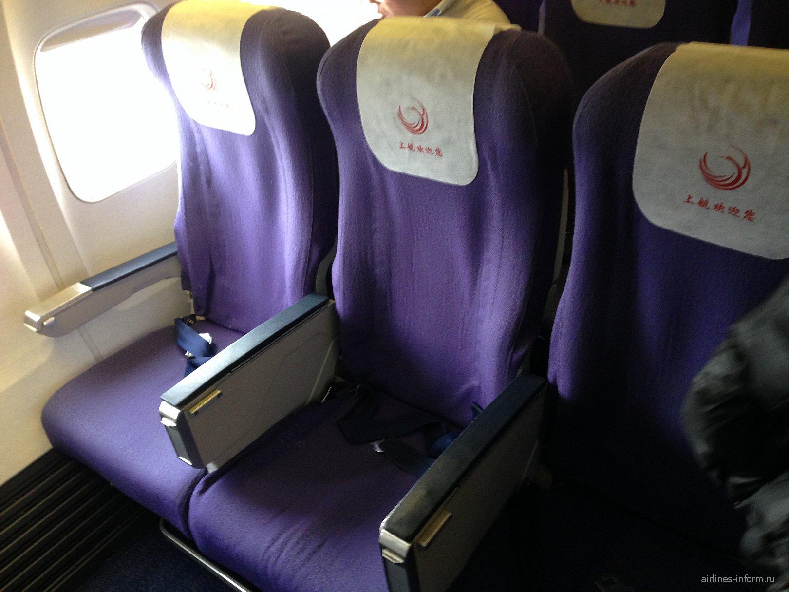 Эконом класс в Боинге-737-800 Шанхайских авиалиний