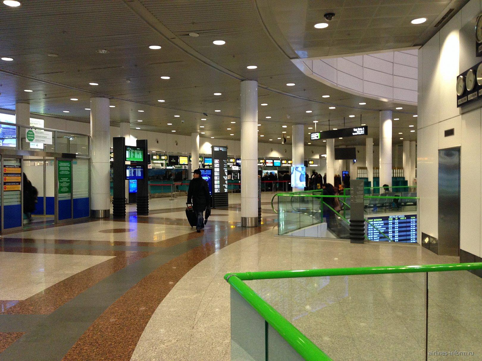 На втором этаже аэровокзала аэропорта Астана