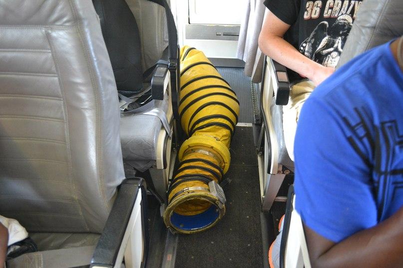 Салон самолета Bombardier Dash 8 Q300