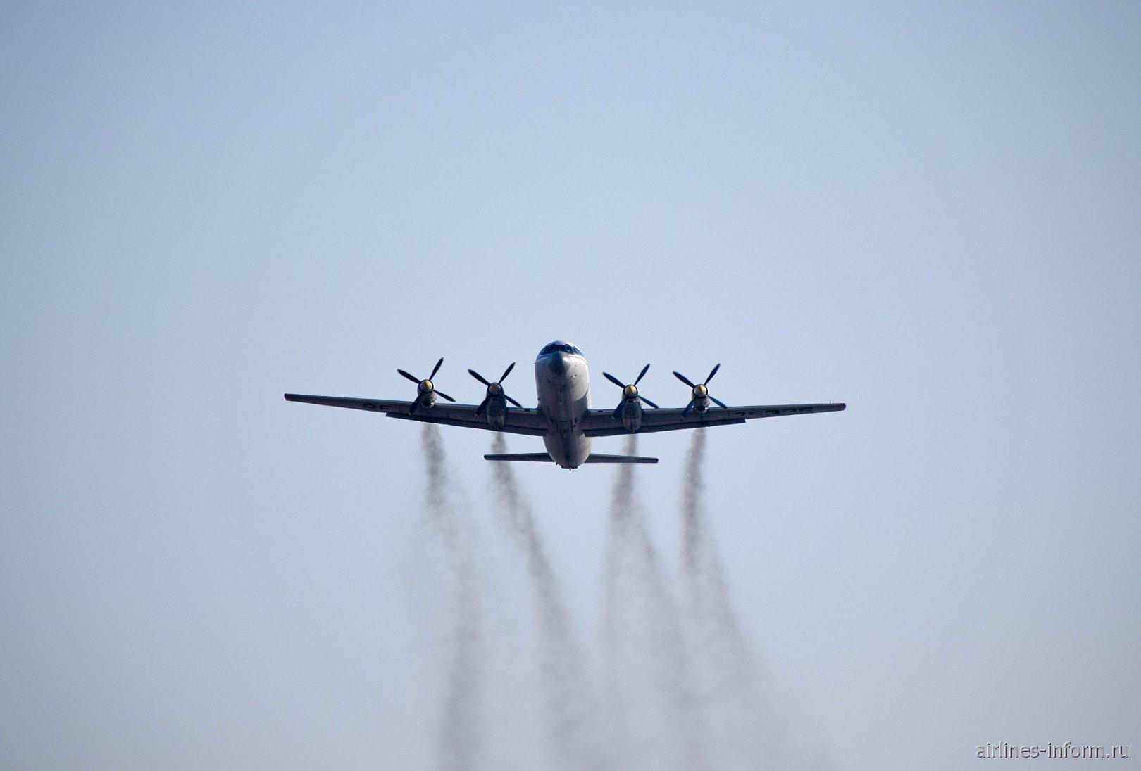 Взлет самолета Ил-18Д ВМФ России