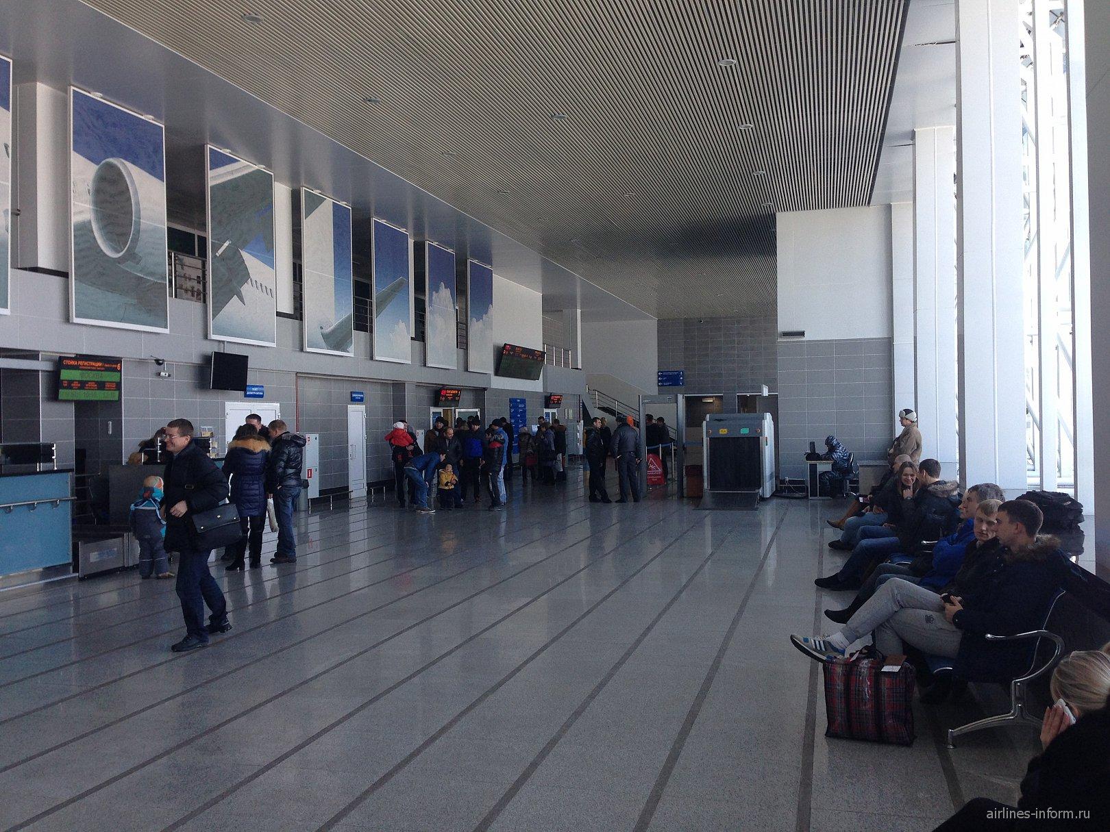 В аэровокзале аэропорта Благовещенск Игнатьево