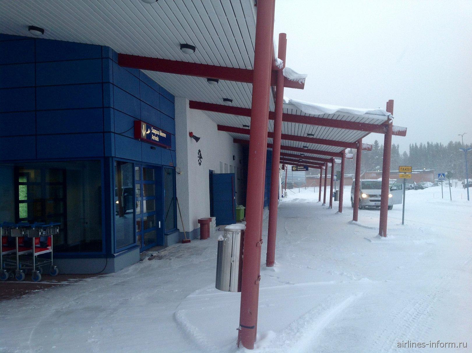 Вход в аэровокзал аэропорта Каяни