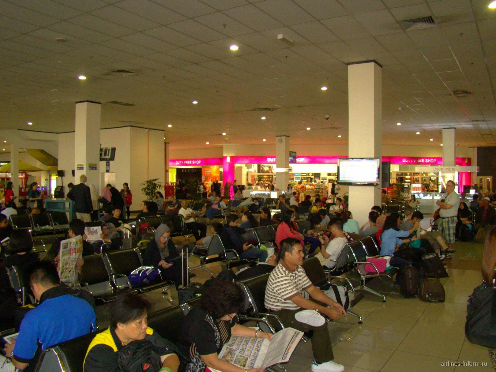 Зал ожидания в чистой зоне лоу-кост терминала аэропорта Куала-Лумпур