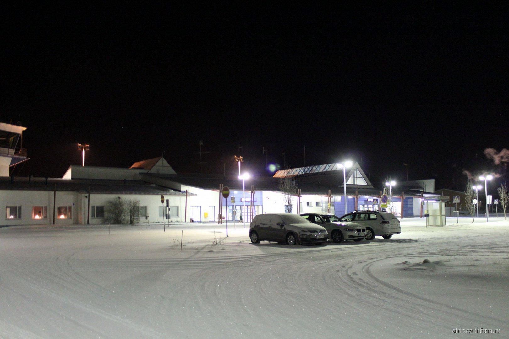 Привокзальная площадь аэропорта Каяни