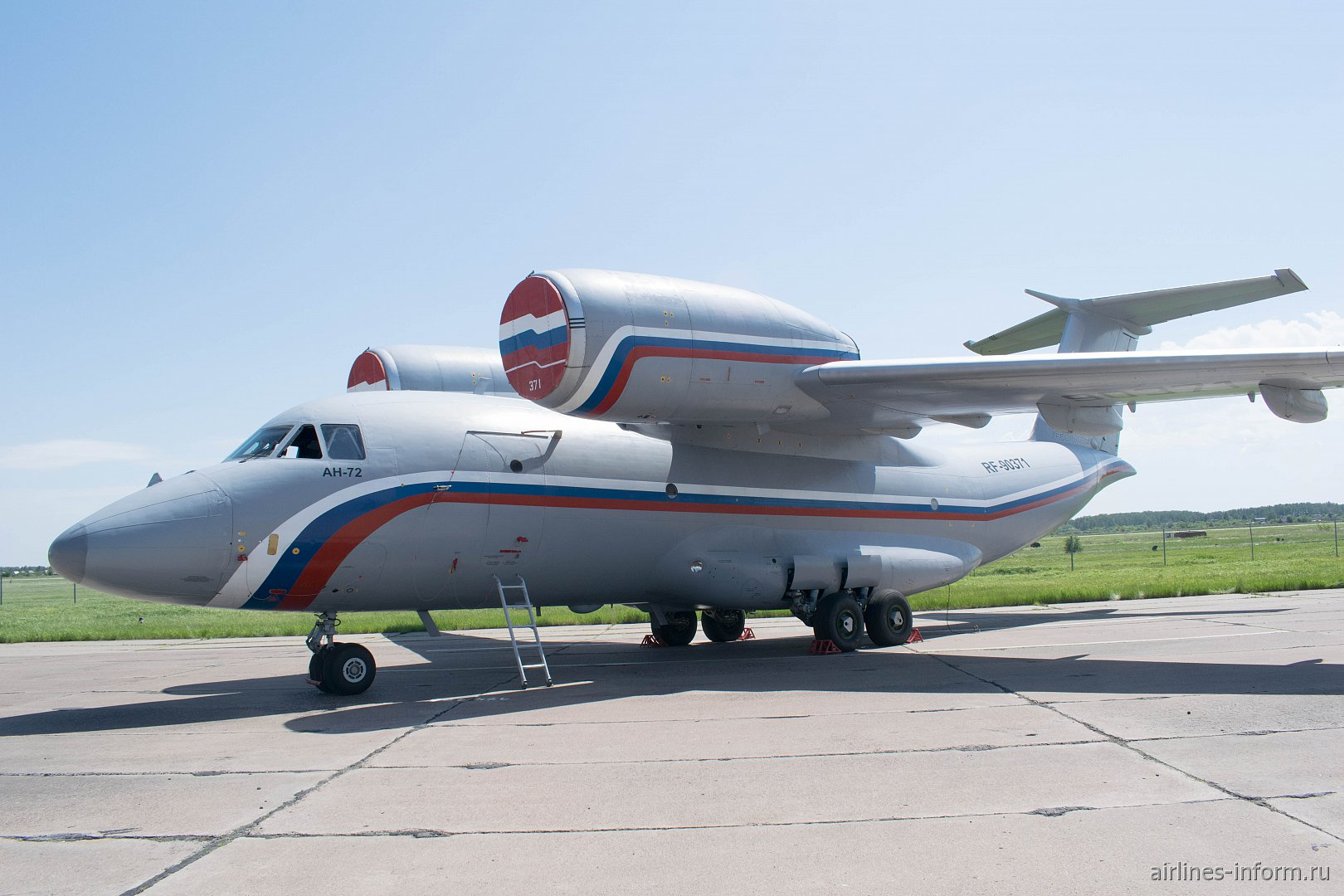 Самолет Ан-72 военно-транспортной авиации России