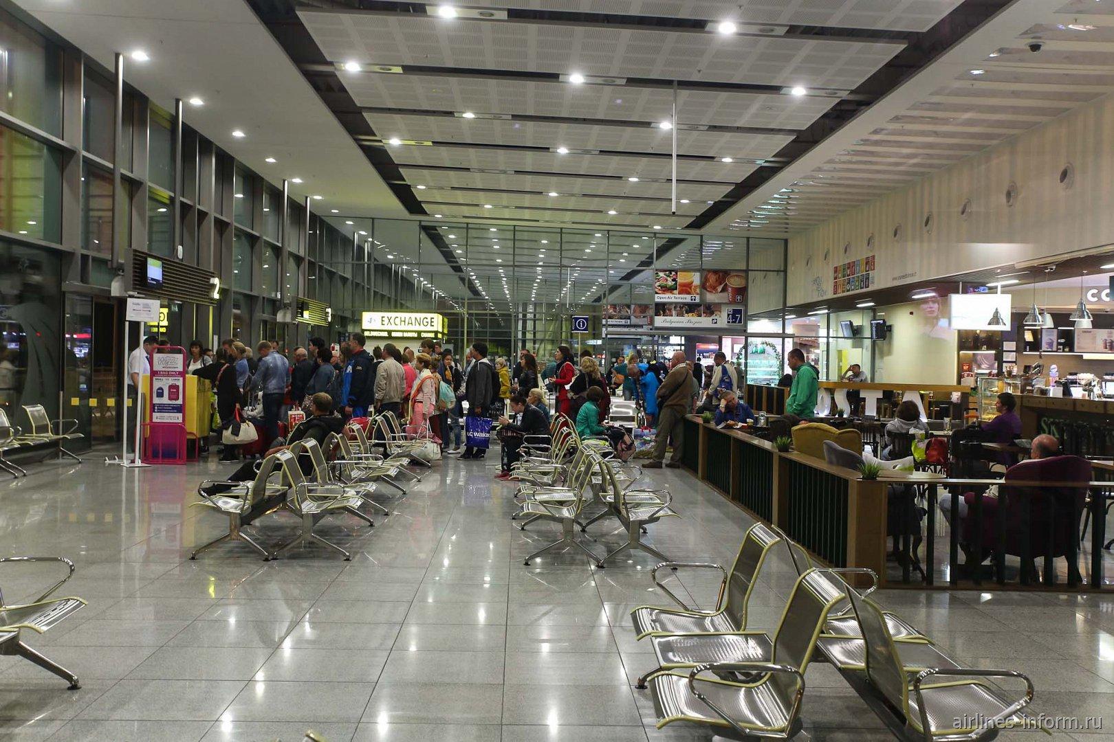 Выход на посадку в аэропорту Варна