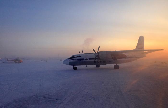Ан-24 авиакомпании Катэкавиа в аэропорту Игарка