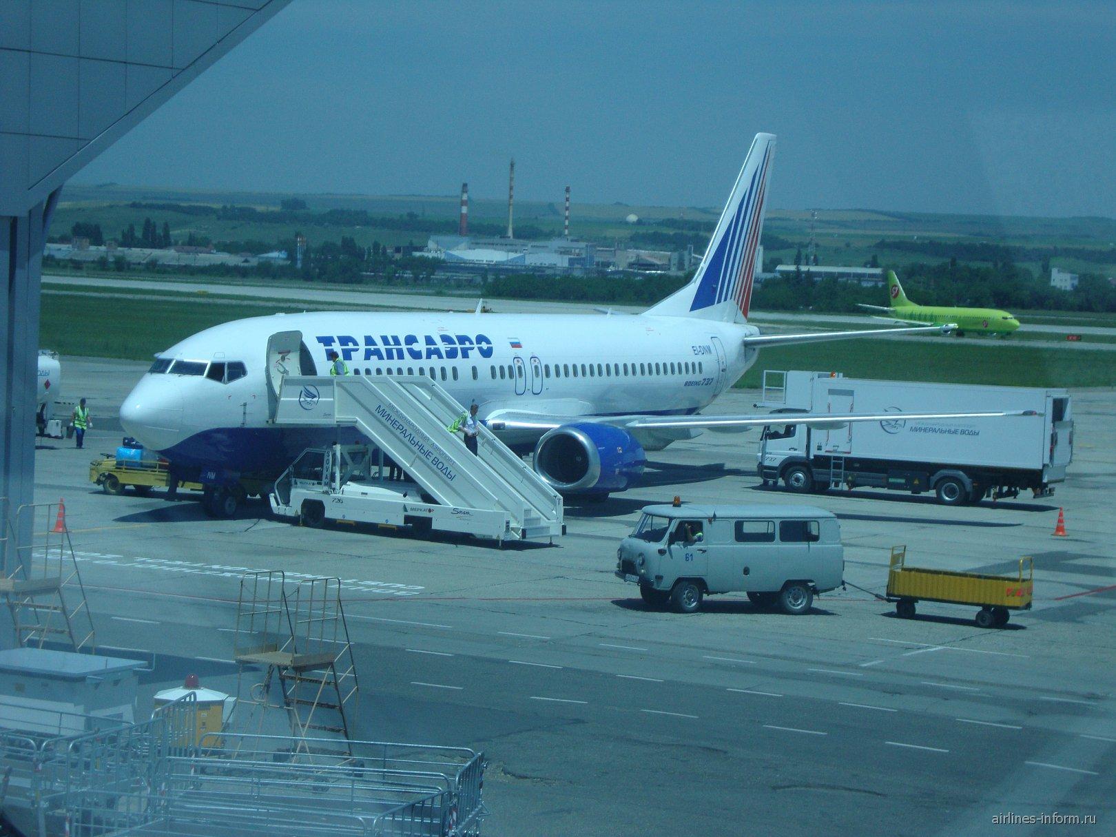 Боинг 737-400 (EI-DNM) Трансаэро в аэропорту Минеральные Воды