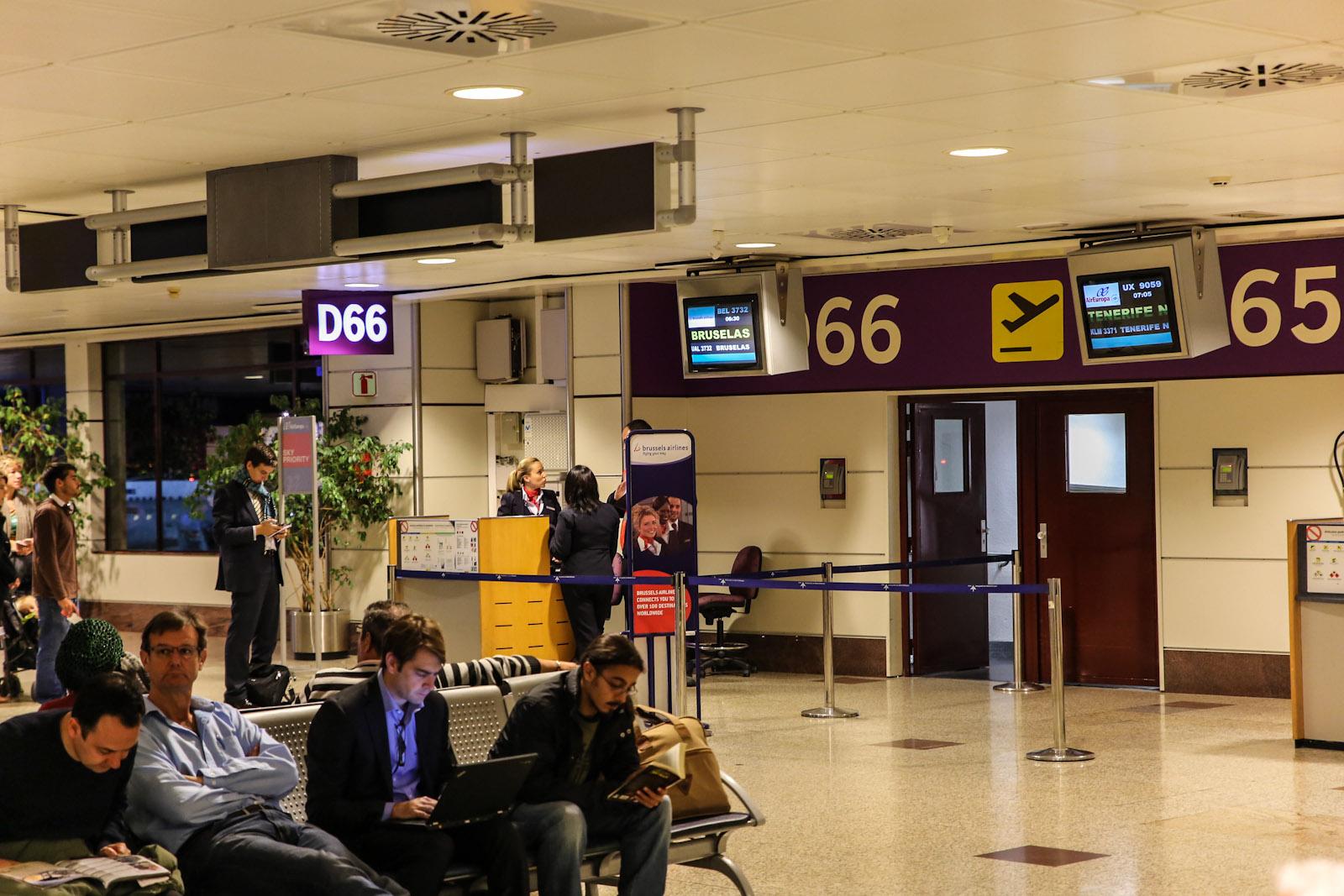 Выход на посадку в терминале Т2 аэропорта Мадрид Барахас