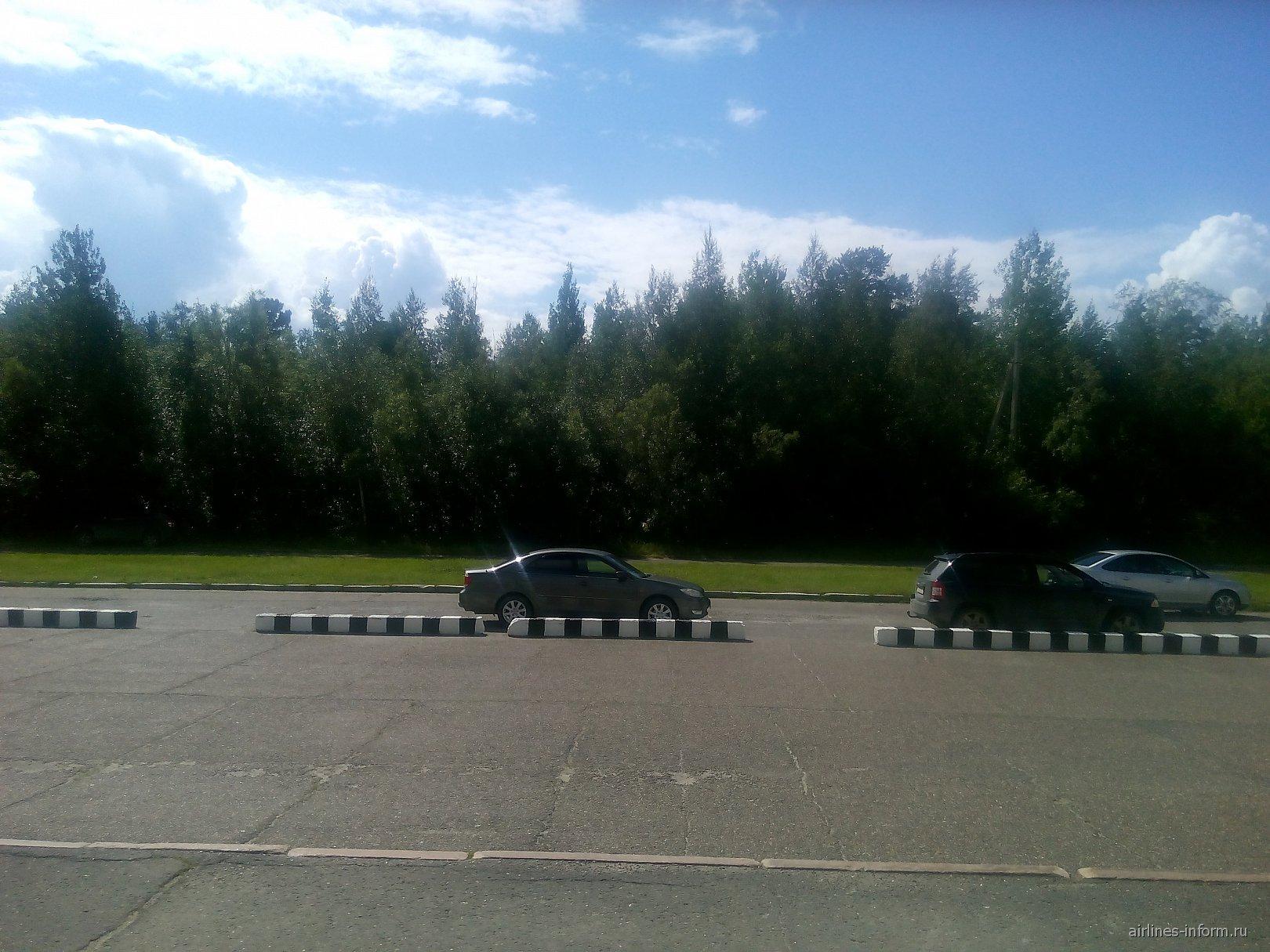 Парковка в аэропорту Стрежевой